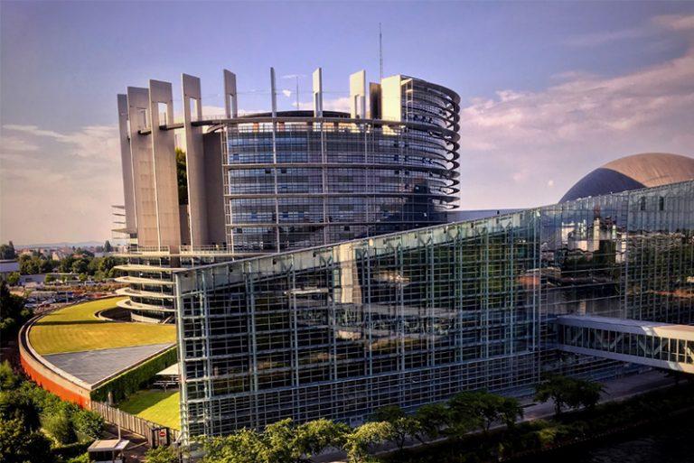Înscrie-te la un stagiu de practică la Parlamentul European!